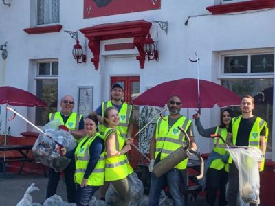 Keep Britain Tidy Litter Pick at Three Sisters Pub, Rainham, Kent
